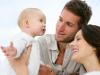 Рождение ребенка меняет взгляды мужчин на роль женщины в семье